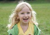 Veselá dívka na procházku — Stock fotografie