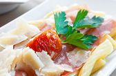 Tasty pasta with roast ham — 图库照片