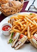 Sandwich with chicken — Stockfoto