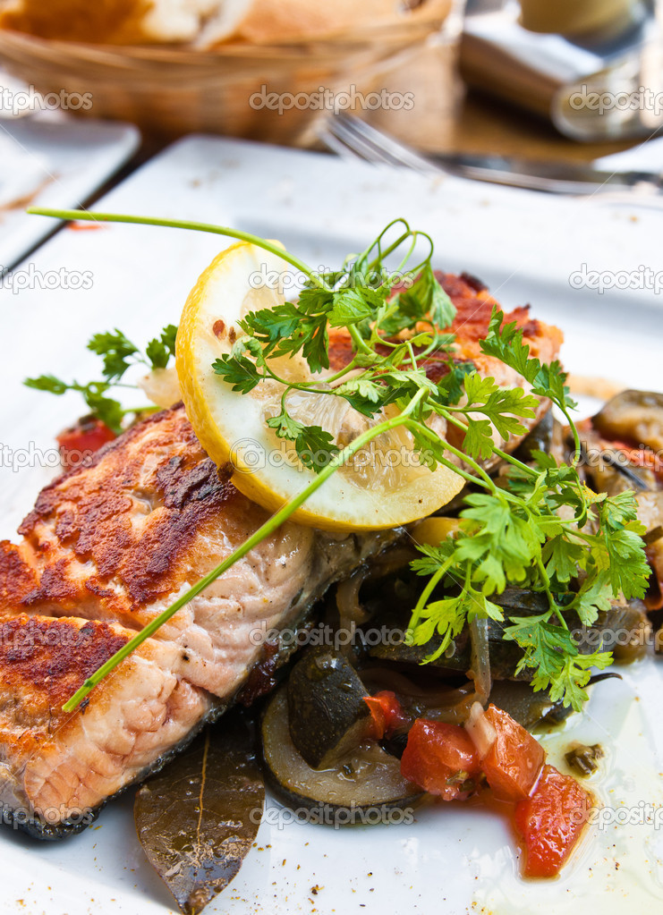 Grilled salmon and lemon - french cuisine dish with tomato and salmon — Stock Photo #6497284