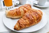 Desayuno con medialunas — Foto de Stock