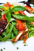 Салат из свежей курицы — Стоковое фото