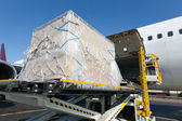 Carga en aviones de carga — Foto de Stock