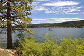 Boat on Big Bear Lake — Stock Photo