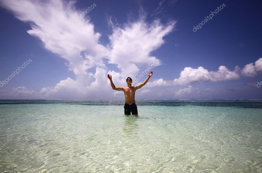 Happy young man and water of ocean — Stock Photo #5629199