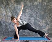 Woman doing Yoga posture Parivrtta Parsvakonasana or Revolved Ex — Stock Photo