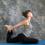 Young woman doing Yoga posture Kapotasana or Pigeon Pose variati — Stock Photo #6094373