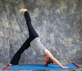 Woman doing Yoga posture Eka Pada Adho Mukha Svanasana or One Le — Stock Photo