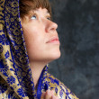 Beautiful woman with shawl on head looking up and praying — Foto Stock