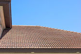 Clay tile roof in florida against clear blue sky — Stock Photo