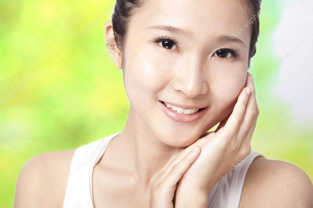 Beautiful asian young woman with skin care  — Stock Photo #5699688