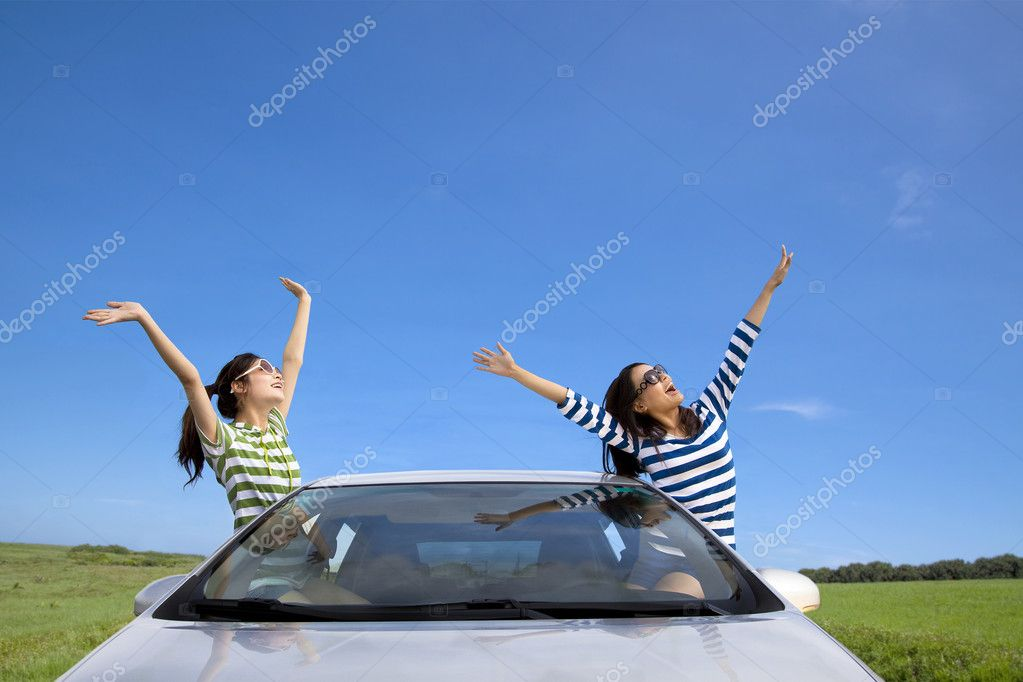Two happy woman  in the car and enjoy vacation — Stock Photo #6519535