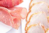 Jamón enrollado y salami — Foto de Stock