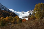 Golden autumn in the mountains of the Caucasus — Stock Photo