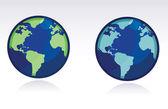 Zwei andere farbe-globen der welt, die über einen weißen hintergrund isoliert. — Stockfoto