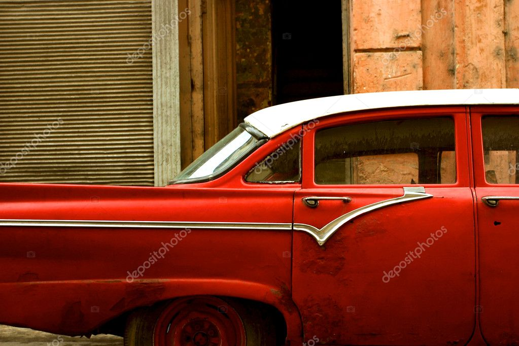 Old car in the narrow street of la Havana — Stock Photo #5378850