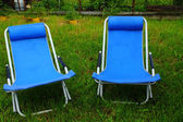 Two folding deck chairs on the grass — Stock Photo