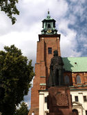 Gniezno cathedral in the former Polish capital — Stock Photo