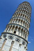 Looking up at the Leaning Tower of Pisa — Stock Photo