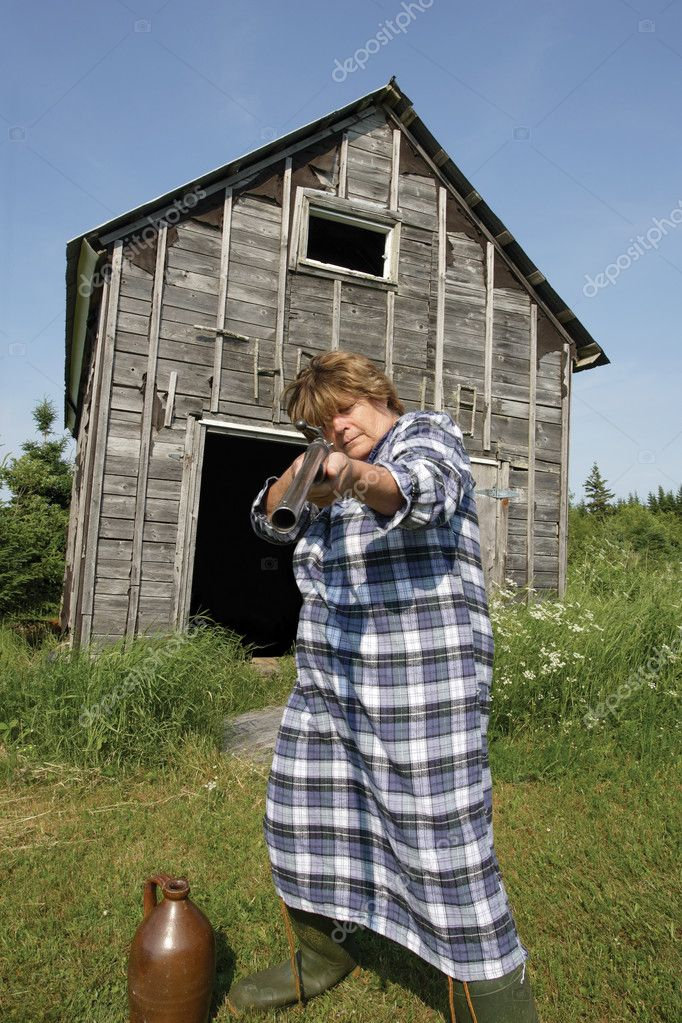 Moonshine Momma wants you off her property, or she'll fill you full of holes from her rather large shotgun. — Stock Photo #6572443