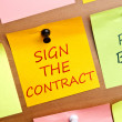 Sign the contract post it — Stock Photo