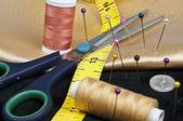 Thread and scissors — Stock Photo