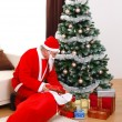 Santa Claus bringing presents in Christmas — Stockfoto