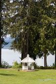 Altana nad jeziorem — Zdjęcie stockowe