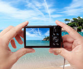 Taking photo of seaside — Stock Photo