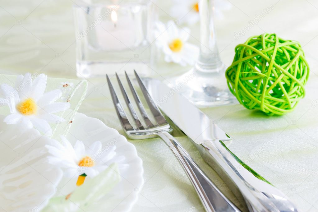 Spring table setting with flowers and decoration — Stock Photo #5820003