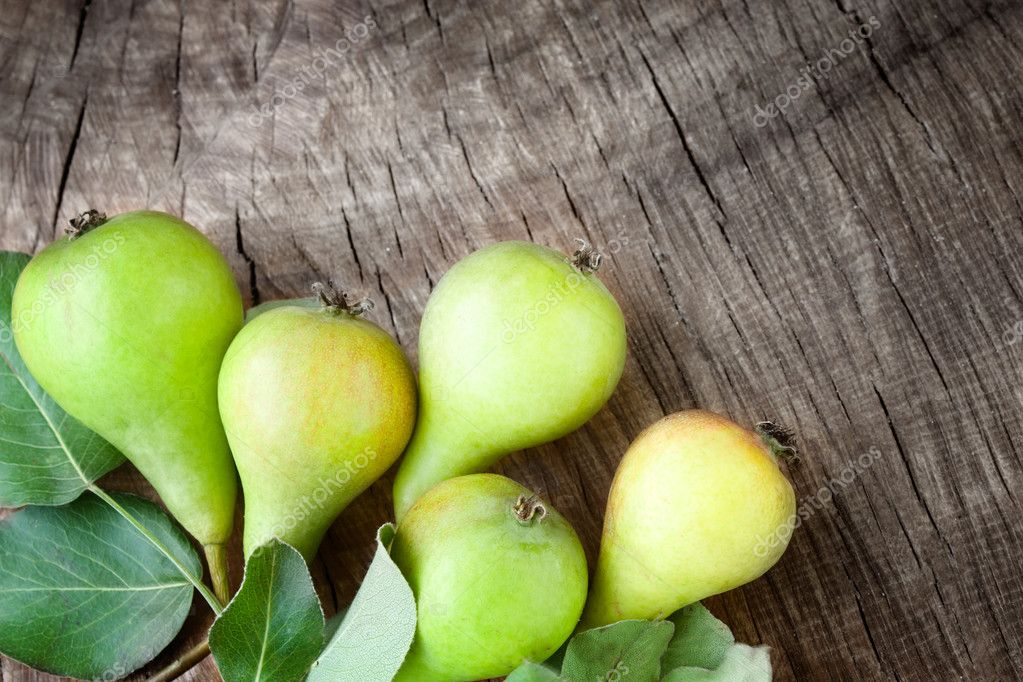 Freshly harvested pears on old wooden background — Stock Photo #6437470