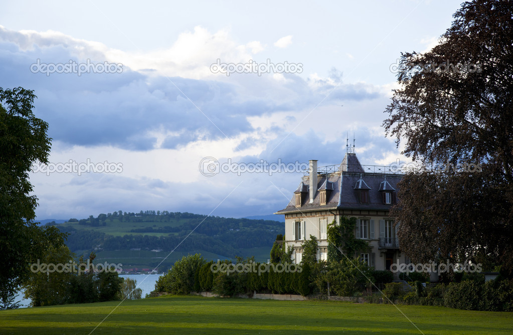 Swiss Castle in the lake of Murten, Switzerland — Stock Photo #6639454