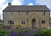 Domek s květy v horním porážky, cotswolds, Velká Británie — Stock fotografie