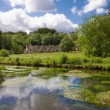 Foto de Stock  : Arlington Row in Bibury with River Coln, Cotswolds, Gloucestershire, UK