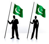 Business silhouettes with waving flag of Pakistan — Stock Vector