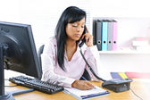 Serious black businesswoman on phone at desk — Foto de Stock