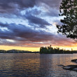 Dramatic sunset at lake — Stockfoto