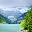 Lake Louise, mit Bergen — Stockfoto