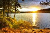 Západ slunce nad jezerem — Stock fotografie