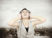 Enjoy music in the city — Stock Photo