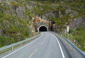 Túnel rodoviário nas montanhas norueguesas — Foto Stock