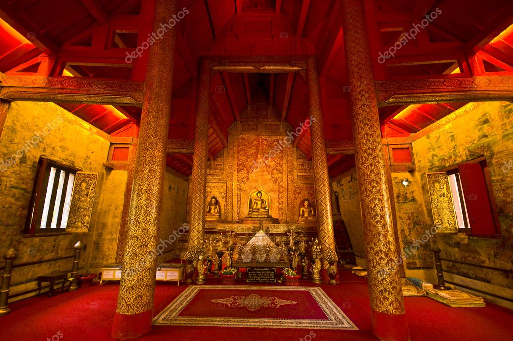 Detail of the temple Wat Phra Singh in Chiang Mai — Stock Photo #5486455