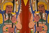 демоны охраняют вход в храм — Стоковое фото