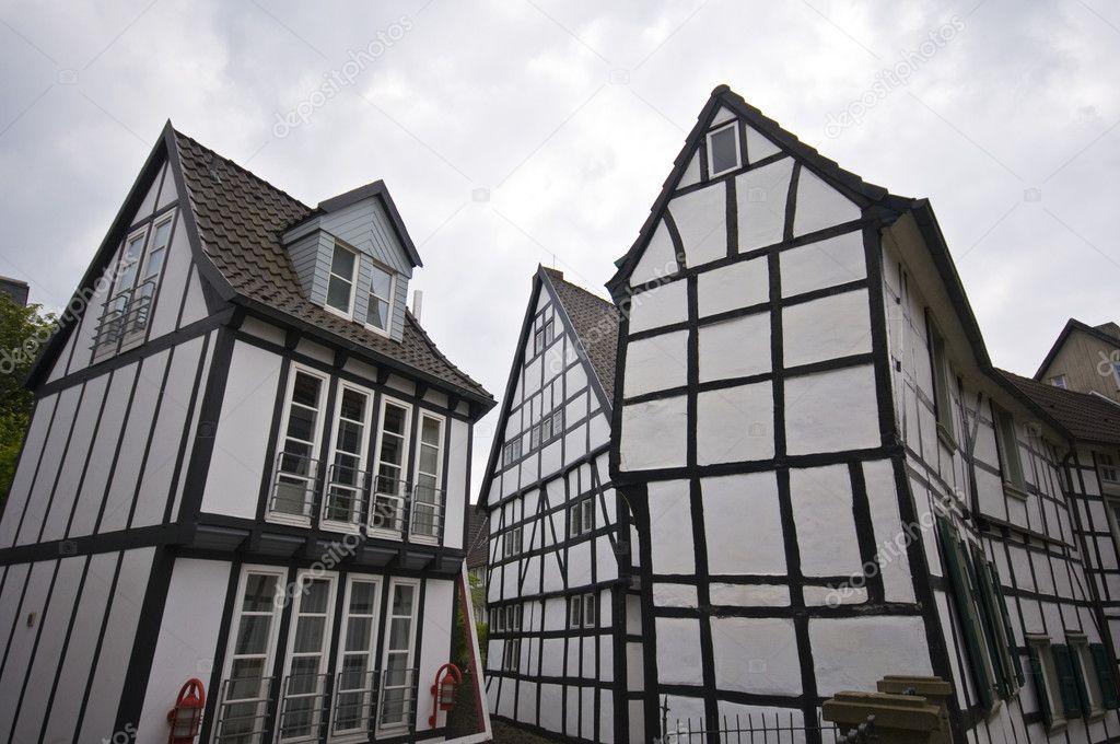 老镇半砖木结构房屋