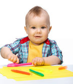 Happy little boy is playing with colorful markers — Stock Photo