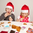 Girls decorating gingerbread cookies — Photo
