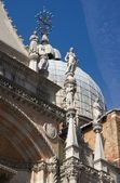 Statues of the Cathedral of St. Mark — Stok fotoğraf