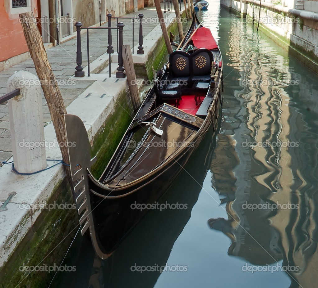 Gondola on a Venetian canal — Stock Photo #5827306
