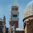 Statues of the Cathedral of San Marco — Stock Photo