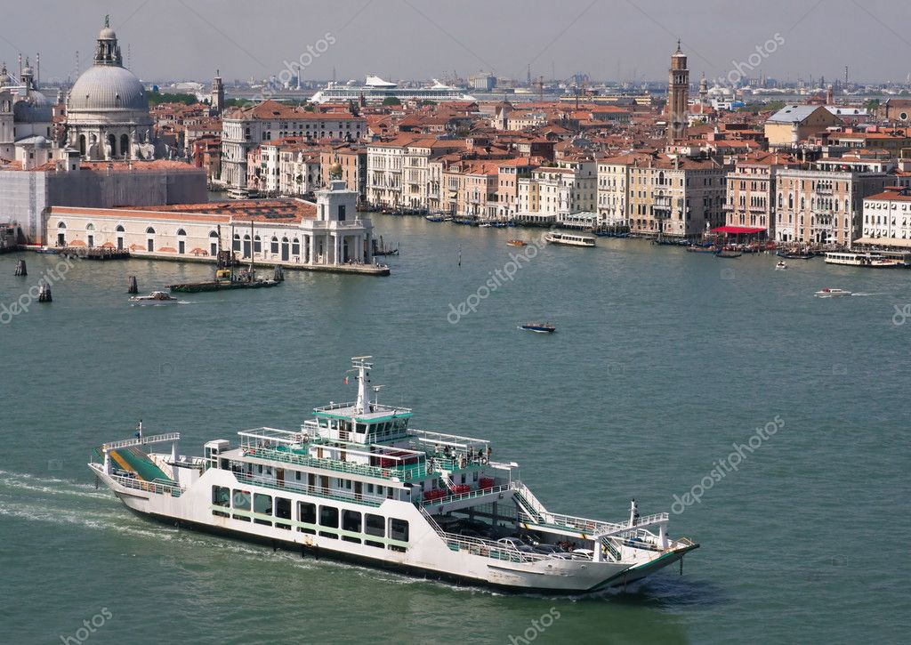 View of Venice with the ferry boat and the Cathedral of Santa Maria della Salute — Stock Photo #6215127